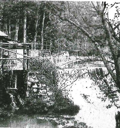 Création des 1er  bassins et restauration de l'Abbaye.